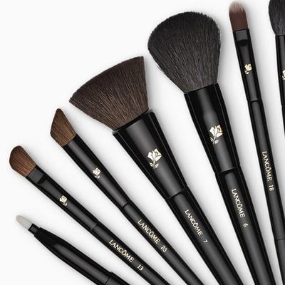 The Secret Behind Effortless French Makeup: Proper Brushes