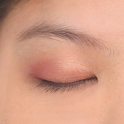 Watch: How to Create the Korean Peachy Eye