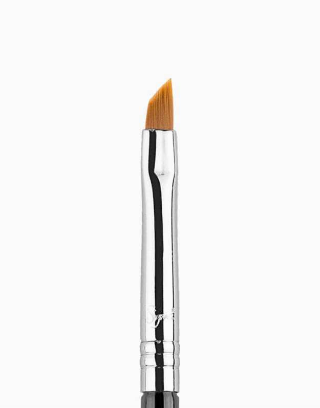 E06 Winged Liner Brush by Sigma