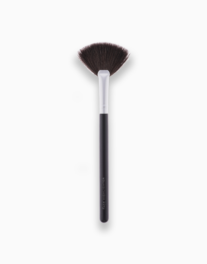 Face Highlighter Brush by FS Features & Shades