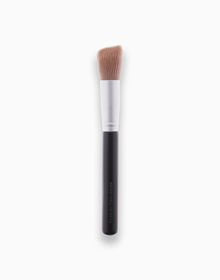 Chiseled Highlighter Brush by FS Features & Shades