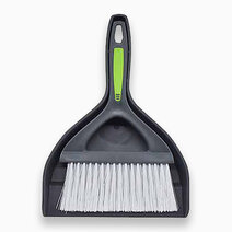 Re dustpan with brush