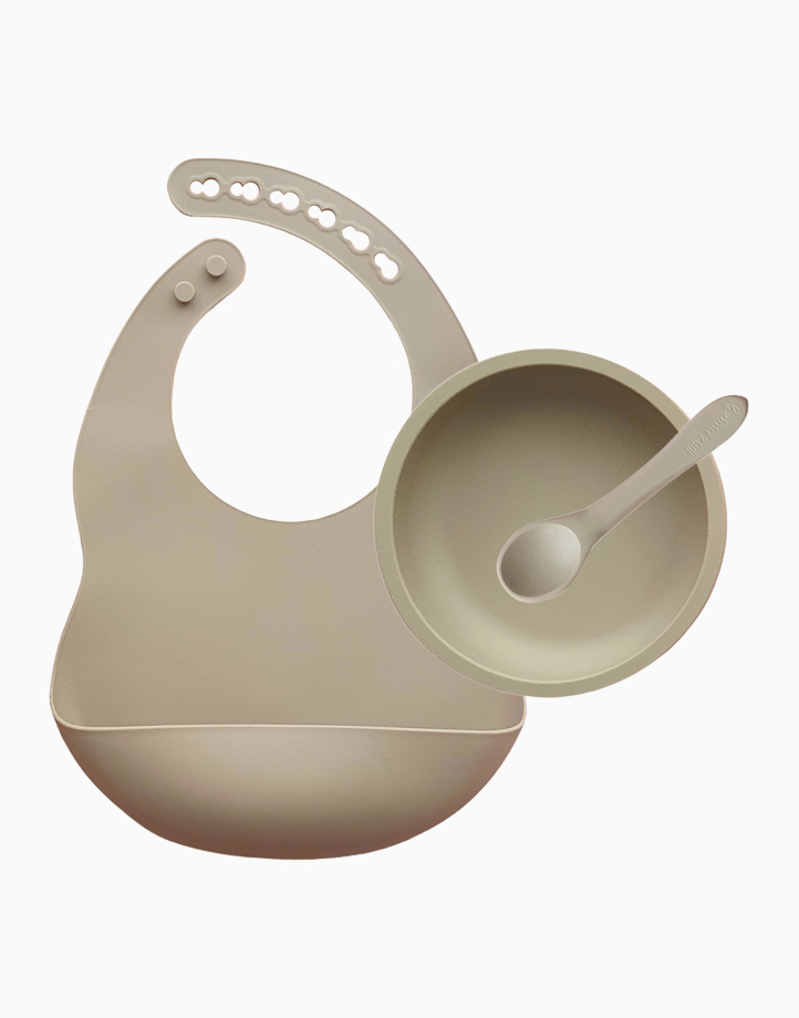 First Solids - Bib, Bowl & Spoon Set by Tots & Kisses   Sandy Taupe
